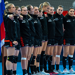 Netherlands be ready to listen to the national anthem  during the Women's EHF Euro 2020 match between Netherlands and Hungry at Sydbank Arena on december 08, 2020 in Kolding, Denmark (Photo by RHF Agency/Ronald Hoogendoorn)