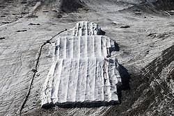 THEMEBILD - Das Skigebiet am Kaunertaler Gletscher im Sommer. Hier im Bild Vliesabdeckung für Teile des Funparks. Aufgenommen am 3. August 2015 // The ski area at the Kaunertal Glacier in summer. Pictured on 8th August 2015 in Austria. EXPA Pictures © 2015, PhotoCredit: EXPA/ Johann Groder