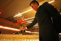 Waiter retail wine.  (Photo by Vid Ponikvar / Sportal Images)/ Sportida)