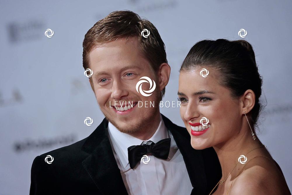 AMSTERDAM - In het Rai Theater te Amsterdam is de filmpremiere van Nova Zembla. Met op de foto Hoofdrolspeler Robert de Hoog met zijn vriendin Laura van der Graaf. FOTO LEVIN DEN BOER - PERSFOTO.NU