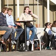 Nederland Rotterdam 21-03-2009 20090321Foto: David Rozing ..Mensen genieten van zon op teraas in centrum van Rotterdam cafe Staal Foto: David Rozing