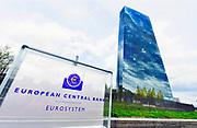 Duitsland, Frankfurt am Main, 23-8-2019 Met zijn vele banken en op de foto de europese centrale bank, ecb, is frankfurt het financiele centrum van europa. Ook de Duits beurs, aandelenbeurs de DAX zit hier. Germany. The skyline of the business center of the city. With many banks and the European central bank, ecb, frankfurt is the financial center of Europe. Foto: Flip Franssen