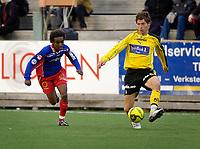 Fotball, Adecco-ligaen, 23.04.06, Tromsdalen - Moss<br /> Leo Olsen (Tromsdalen) og Fabien Vidalon (Moss)<br /> Foto: Tom Benjaminsen, Digitalsport