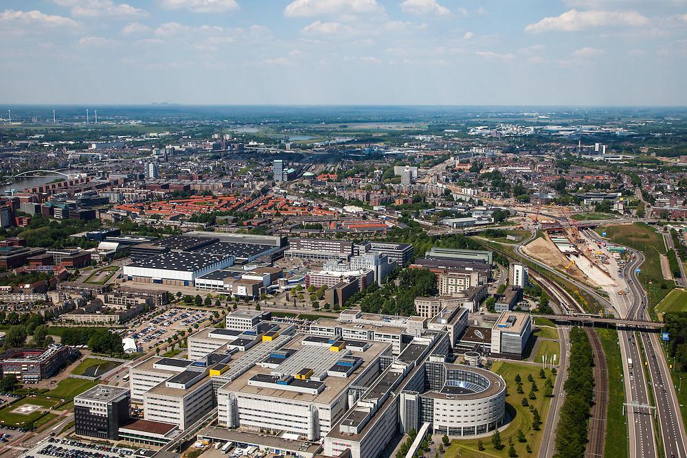 Nederland, Limburg, Gemeente Maastricht, 27-05-2013; Langs rijksweg A2 (rechts) Academisch Ziekenhuis Maastricht , daarachter de wijk Heugemerveld, met de Maas. De werkzaamheden van de A2-tunnel (rechts) zijn in volle gang, oplevering 2016. Links de rivier de Maas.<br /> University hospital Maastricht, river Maas (meuse) left.<br /> luchtfoto (toeslag op standaardtarieven);<br /> aerial photo (additional fee required);<br /> copyright foto/photo Siebe Swart.