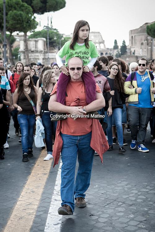 Roma 12.10.2012 - Studenti in corteo a Roma. Gli studenti protestano insieme agli insegnanti contro i tagli alla scuola.