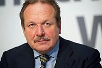 14 DEC 2010, BERLIN/GERMANY:<br /> Frank Bsirske, ver.di Vorsitzender, Pressekonferenz zu den Forderungen zur Laender-Tarifrunde im öffentlichen Dienst 2011, Katholische Akademie<br /> IMAGE: 20101214-01-023