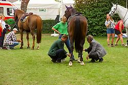 Boot control<br /> CHIO Aachen 2001<br /> © Hippo Foto - Dirk Caremans<br /> 15/06/2001