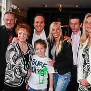NLD/Utrecht/20110330 - Persconferentie Frans Bauer ivm nieuwe dvd en Ahoy concerten, Frans met vader en moeder Wies en Chris, partner Mariska Rossenberg, zoon Christiaan en broer Doris en partner