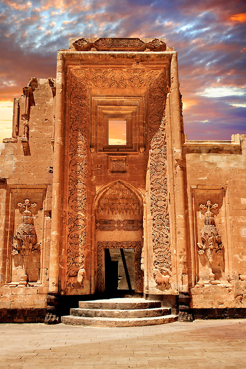 Entrance to the 18th Century Ottoman architecture of the Ishak Pasha Palace (Turkish: İshak Paşa Sarayı) ,  Ağrı province of eastern Turkey. .<br /> <br /> If you prefer to buy from our ALAMY PHOTO LIBRARY  Collection visit : https://www.alamy.com/portfolio/paul-williams-funkystock/ishak-pasha-palace-turkey.html<br /> <br /> Visit our TURKEY PHOTO COLLECTIONS for more photos to download or buy as wall art prints https://funkystock.photoshelter.com/gallery-collection/3f-Pictures-of-Turkey-Turkey-Photos-Images-Fotos/C0000U.hJWkZxAbg