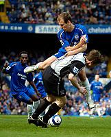 Photo: Ed Godden.<br />Chelsea v Everton. The Barclays Premiership. 17/04/2006.<br />Chelsea's Arjen Robben clashes into Gary Naysmith.