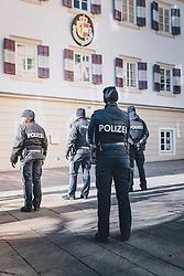 THEMENBILD - Polizeieinsatz während der Corona-Krise, aufgenommen am 13. Februar 2021 in Zell am See, Oesterreich // Police operation during the Corona crisis, in Zell am See, Austria on 2021/02/13. EXPA Pictures © 2021, PhotoCredit: EXPA/Stefanie Oberhauser