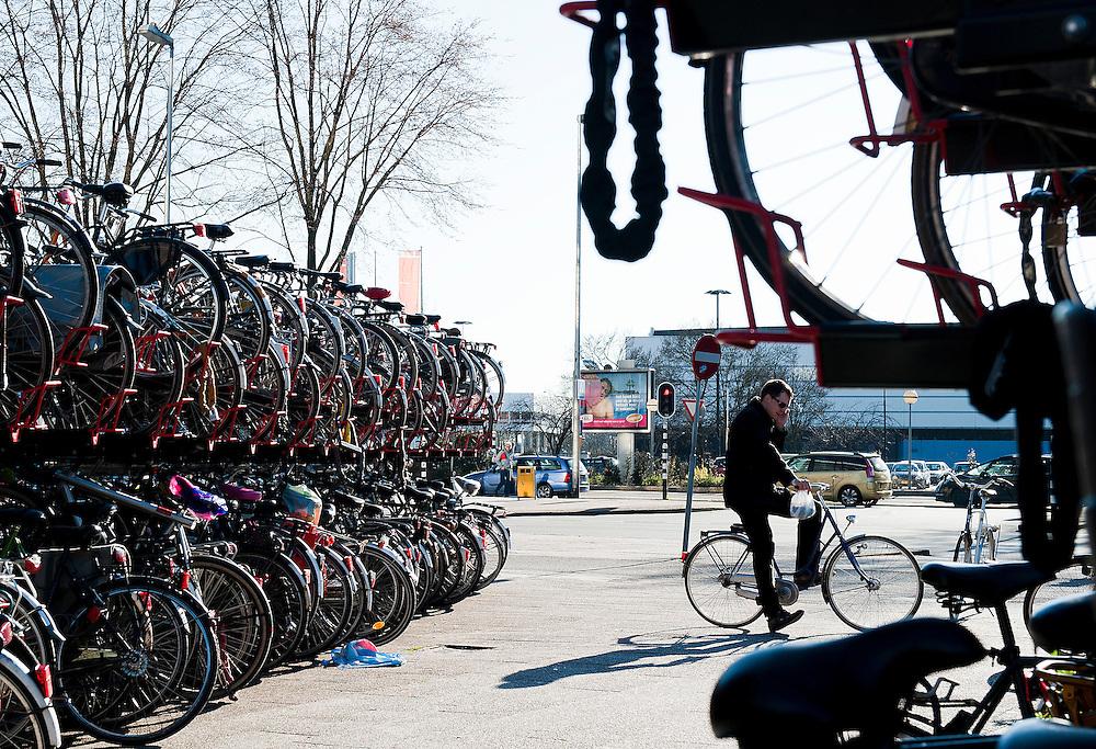 Nederland, Utrecht, 19 maart 2011.Fietsen in Utrecht..Foto (c)  Michiel Wijnbergh