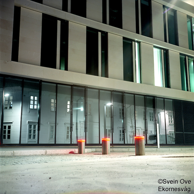 Gammel arkitektur reflektert i ny.<br /> Foto: Svein Ove Ekornesvåg