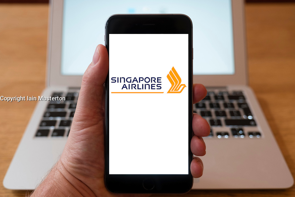 Using iPhone smartphone to display logo of Singapore Airlines