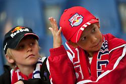 13.07.2010, Red Bull Arena, Salzburg, AUT, UEFA CL, Red Bull Salzburg vs HB Torshavn im Bild zwei junge Red Bull Salzburg Fans, einer graift sich auf den Kopf, EXPA Pictures © 2010, PhotoCredit: EXPA/ J. Feichter / SPORTIDA PHOTO AGENCY