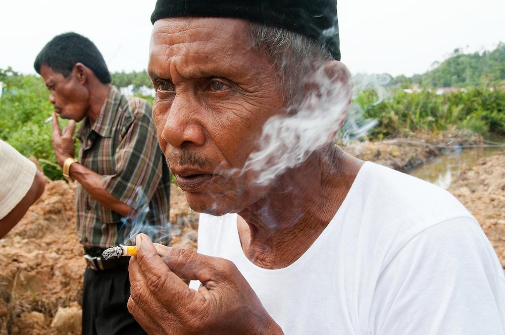 Indonesia, Sumatra, Aceh. Tsunami survivors build runoff canals to prevent future flooding