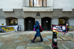 """© Licensed to London News Pictures. 04/01/2021. LONDON, UK. Signs outside the Old Bailey Central Criminal Court where the ruling is being made inside on the extradition trial of Julian Assange, Wikileaks founder.  Mr Assange has been charged by the United States' Espionage Act of """"disclosing classified documents related to the national defence"""".  Photo credit: Stephen Chung/LNP"""