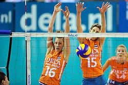 18-09-2011 VOLLEYBAL: DELA TROPHY NEDERLAND - TURKIJE: ALMERE<br /> Nederland wint met 3-0 van Turkije en wint hierdoor de DELA Trophy / (L-R) Debby Stam-Pilon, Ingrid Visser<br /> ©2011-FotoHoogendoorn.nl