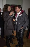 Marguerita Suppini and Stefano Bonaga. Francesco Clemente private view. Anthony d'Offay . London. 1 March 2001. © Copyright Photograph by Dafydd Jones 66 Stockwell Park Rd. London SW9 0DA Tel 020 7733 0108 www.dafjones.com