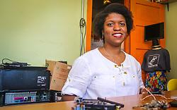 """PORTO ALEGRE, RS, BRASIL, 21-01-2017, 12h42'53"""":  Desiree dos Santos, 32, no espaço Matehackers Hackerspace, da Associação Cultural Vila Flores, no bairro Floresta da capital gaúcha. A  Consultora de Desenvolvimento de Software na empresa a ThoughtWorks fala sobre as dificuldades que enfrentadas por mulheres negras no mercado de trabalho. (Foto: Gustavo Roth / Agência Preview) © 21JAN17 Agência Preview - Banco de Imagens"""