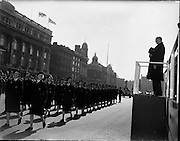 17/04/1960.04/17/1960.17 April 1960.Easter Military Parade..An t-Uachtarain, Mr Eamonn de Valera taking the salute as the Ladies Corps of the Civil Defence pass the Saluting base at the G.P.O., Dublin, at the Annual Military Parade on Easter Sunday.