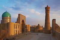 Ouzbekistan, Boukhara, patrimoine mondial de l Unesco,la mosquee Kalon et Medersa Mir I Arab // Uzbekistan, Bukhara, Unesco world heritage, Kalon mosque and Mir I Arab