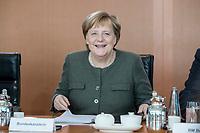 31 OCT 2018, BERLIN/GERMANY:<br /> Angela Merkel , CDU, Bunneskanzlerin, vor Beginn der Kabinettsitzung, Bundeskanzleramt<br /> IMAGE: 20181031-01-029<br /> KEYWORDS: Kabinett, Sitzung, freundlich