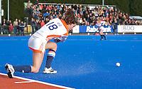 ARNHEM - Naomi van As geeft de strafcorner aan,woensdag bij de hockey-oefeninterland tussen de dames van Nederland en Belgie (3-1)  op het nieuwe blauwe kunstgras van HC Upward in Arnhem. Foto Koen Suyk