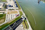 Nederland, Noord-Holland, Amsterdam, 20-04-2015; Zeeburgereiland (Eiland Zeeburg), ingang Zeeburgertunnel, gezien naar Amsterdam-Noord. Ringweg A 10, Buiten-IJ.<br /> Amsterdam Ring Road with tunnel.<br /> luchtfoto (toeslag op standard tarieven);<br /> aerial photo (additional fee required);<br /> copyright foto/photo Siebe Swart