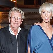 NLD/Amsterdam/20150919 - Modeshow Mart Visser - The Confidence, Jan des Bouvrie met partner Monique de Bouvrie