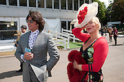 LAURENCE LLEWELLEN-BOWEN; JACKIE LLEWELLEN-BOWEN, PRESS PREVIEW. The RHS Chelsea Flower Show 2011. The Royal Hospital grounds. Chelsea. London. 23 May 2011. <br /> <br />  , -DO NOT ARCHIVE-© Copyright Photograph by Dafydd Jones. 248 Clapham Rd. London SW9 0PZ. Tel 0207 820 0771. www.dafjones.com.