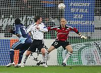 Fotball<br /> UEFA Champions League<br /> 11.12.2007<br /> Foto: Witters/Digitalsport<br /> NORWAY ONLY<br /> <br /> Tor 1:0 v.l. Gerald Asamoah, Roar Strand, Torwart Lars Hirschfeld Rosenborg<br /> <br /> Champions League FC Schalke 04 - Rosenborg BK Trondheim