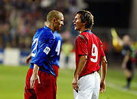 Fotball , 08. oktober 2005 , VM-kvalifisering , Norge - Moldova 1-0<br /> Norway - Moldova<br /> Morten Gamst Pedersen , Norge og Sergiu Lascencov Moldova