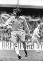 Fotball<br /> England <br /> Foto: Colorsport/Digitalsport<br /> NORWAY ONLY<br /> <br /> Norman Hunter - Leeds United. Queens Park Rangers v Leeds United 1974