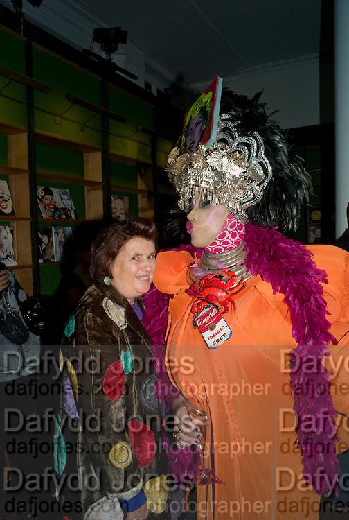 SUSY MENKES; DANIEL LISMORE 30 Years Of i-D - book launch. Q Book 5-8 Lower John Street, London . 4 November 2010. -DO NOT ARCHIVE-© Copyright Photograph by Dafydd Jones. 248 Clapham Rd. London SW9 0PZ. Tel 0207 820 0771. www.dafjones.com.