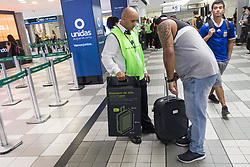 May 13, 2019 - SãO Paulo, Brazil - SÃO PAULO, SP - 13.05.2019: NOVA DETERMINAÇÃO PARA BAGAGENS DE MÃO - Starting today, non-standard carry-on luggage will be barred from boarding. Cardboard boxes will be used as a template to extract the measurements from the suitcases. Luggage with measures up to (55cm high x 35cm wide and 25cm deep) will be allowed. The employees of the company contracted for this project will make a kind of visual screening, directing the passengers that apparently are with bags with measures superior to those authorized. São Paulo, May 13, 2019. (Credit Image: © Van Campos/Fotoarena via ZUMA Press)