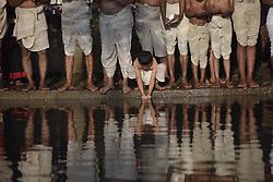 January 2, 2018 - Kathmandu, Nepal - Nepalese Hindu devotees offering ritual prayer before holy Bath in Hanumante River during Madhav Narayan Festival or Swasthani Brata Katha festival at Bhaktapur, Nepal on January 2, 2018. Nepalese Hindu women observe a fast and pray to Goddess Swasthani for Long life of their husbands and family prosperity during a month-long fasting festival celebration. (Credit Image: © Narayan Maharjan/NurPhoto via ZUMA Press)