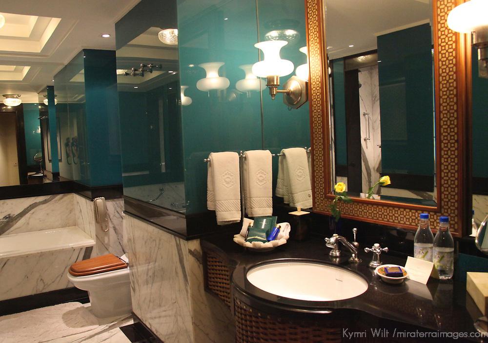 Asia, India, Agra. Bathroom at Oberoi Amarvilas Luxury Hotel.