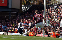 Photo: Olly Greenwood.<br />Arsenal v Tottenham Hotspur. The Barclays Premiership. 22/04/2006. Spurs' Michael Carrick hits the side netting.