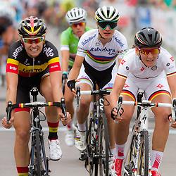 WIELRENNEN BOELS RENTAL LADIESTOER, Tiel: De Duitse kampioen Lisa Brennauer wint de etappe voor Belgisch Kampioen Jolien d'Hoore en wereldkampioen Marianne Vos