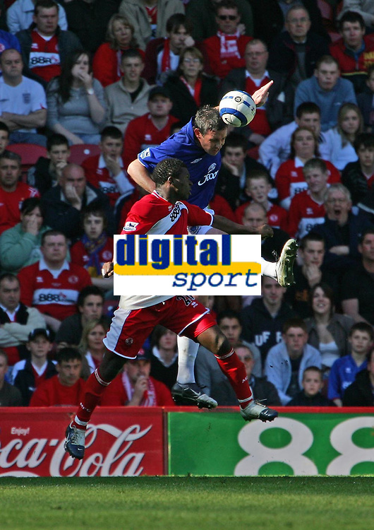 Photo: Andrew Unwin.<br />Middlesbrough v Everton. The Barclays Premiership. 29/04/2006.<br />Everton's David Weir (R) beats Middlesbrough's Yakubu (L) to the ball.