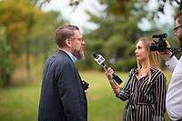 DEU, Deutschland, Germany, Werder, 30.08.2019: Christian Vollradt, Journalist, Junge Freiheit, bei einem Interview für Junge Alternative TV auf der Wahlparty der Partei Alternative für Deutschland (AfD) auf der Bismarckhöhe in Werder/Havel.