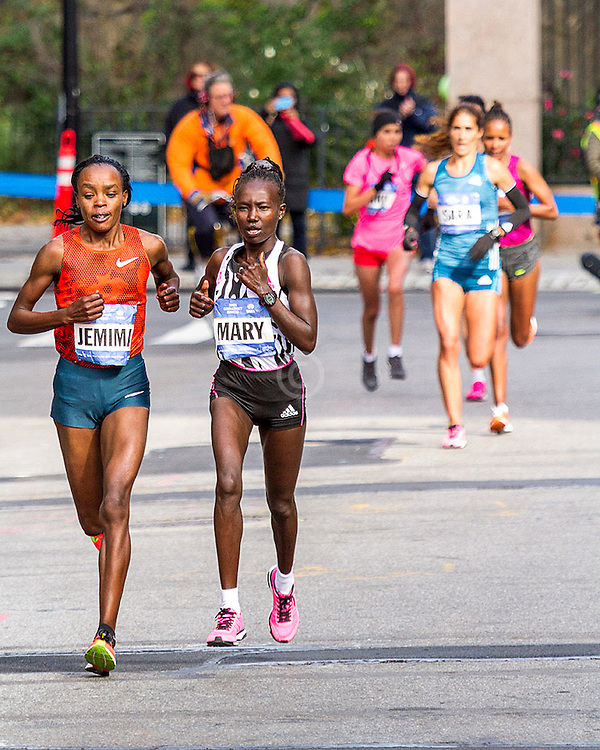 NYC Marathon, Mary Keitany and Jemima Sumgong make their decisive break at mile 22 leaving Moreira, Rkia and Dado to chase