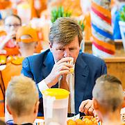 NLD/Twello/20180420 - Koning opent de koningsspelen 2018, Koning Willem Alexander ontbijt met kinderen