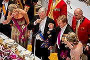 Staatsbezoek aan Nederland van Zijne Majesteit Koning Filip der Belgen vergezeld door Hare Majesteit Koningin <br /> Mathilde aan Nederland.<br /> <br /> State Visit to the Netherlands of His Majesty King of the Belgians Filip accompanied by Her Majesty Queen<br /> Mathilde Netherlands<br /> <br /> op de foto / On the photo: Staatsbanket in Koninklijk Paleis Amsterdam  met koning Willem Alexander, koningin Maxima, de Belgische koning Filip, koningin Mathilde  ////  State Banquet at the Royal Palace in Amsterdam with King Willem Alexander, Queen Maxima, the Belgian King Philip, Queen Mathilde, Princess Beatrix