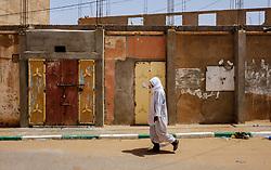 A man in traditional dress walks along a street in Mhamid, Morocco<br /> <br /> (c) Andrew Wilson   Edinburgh Elite media