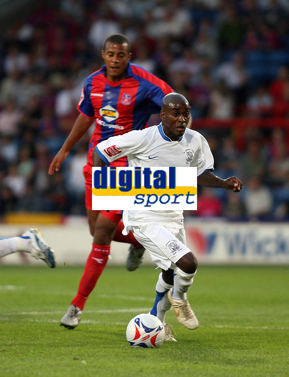 Photo: Chris Ratcliffe.<br /> Crystal Palace v Southend United. Coca Cola Championship. 08/08/2006.<br /> Jamal Campbell-Ryce (R) of Southend clashes with Tom Soares of Crystal Palace.