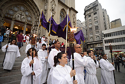 April 14, 2017 - SâO Paulo, São paulo, Brazil - SAO PAULO, BRAZIL – APRIL 14: Penitents participate in the Procession of the Dead Lord at the Metropolitan Cathedral on the afternoon of Good Friday on April 14, 2017 in Sao Paulo, Brazil  (Credit Image: © Cris Faga via ZUMA Wire)