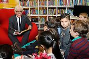 Presentatie Sinterklaasboeken 2014 in de OBA - Openbare Bibliotheek Amsterdam <br /> <br /> Op de foto:  Paul van Vliet leest voor uit zijn boek  Sinterklaas en de dubbelganger