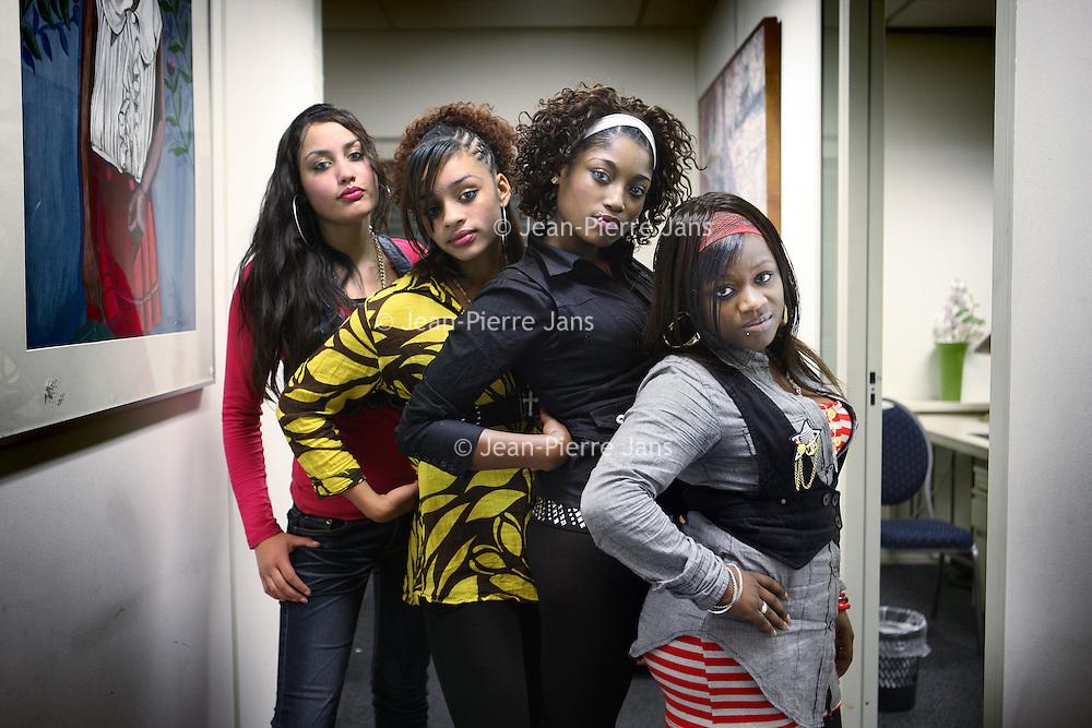 Nederland, Amsterdam , 9 november 2010..De vier meiden die boos zijn op documentairemaakster Mildred Roethof n.a.v. de documentaire die zij over deze meiden heeft gemaakt. De vier beschuldigen Mildred Roethof van een te eenzijdig beeld..Foto:Jean-Pierre Jans